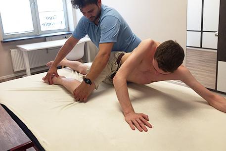 457x305 6029 Vojta Therapie Erwachsene Bein