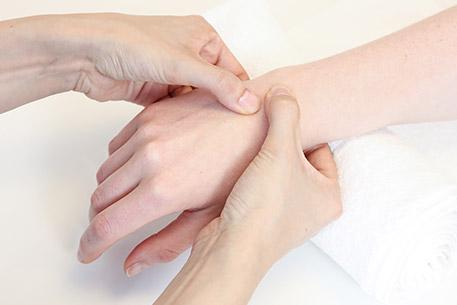457x305 5472 Ergotherapie Handtherapie Kribbeln