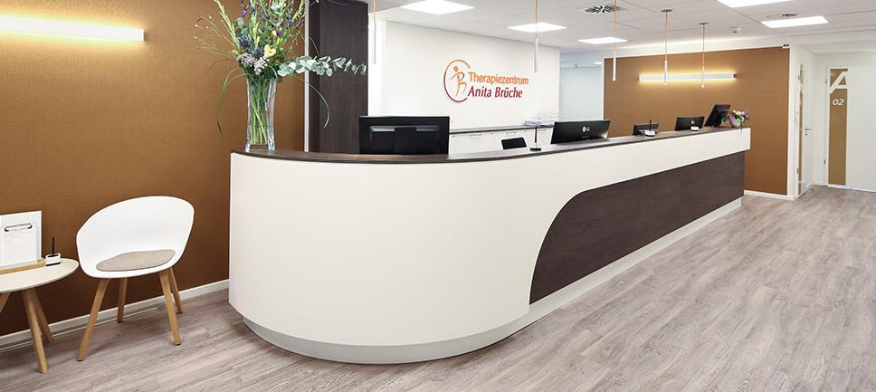 968x433 7931 Empfang Therapiezentrum Eingangsbereich