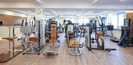 453x221 7969 Geräte Trainingsraum Physiotherapie